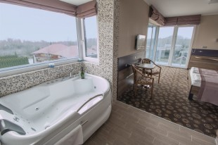 Romantic Days in exclusive room with Jacuzzi